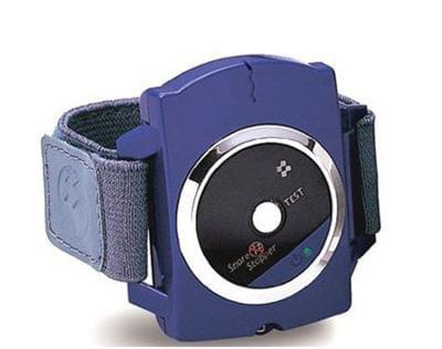 la montre envoie de douces décharges électriques au ronfleur.