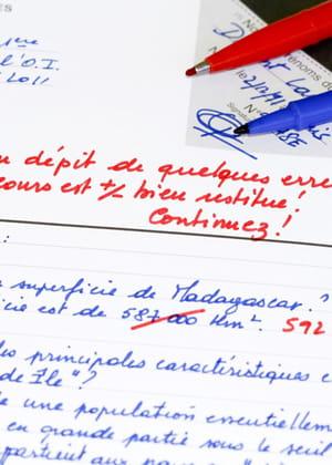 un professeur passe beaucoup de temps à corriger des copies... mais peu de temps