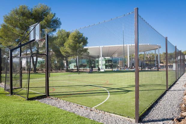 Des terrains de sport pour créer du lien