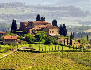 une vue de la campagne toscane.