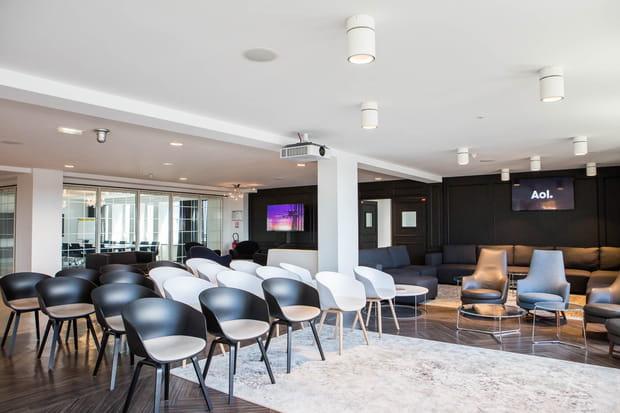 Une vaste salle de réception