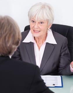 prenez en compte l'âge du recruteur dans vos réponses.