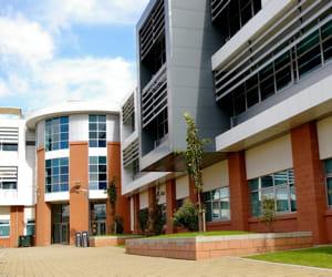 un campus agréable facilite la scolarité.