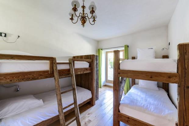 ... et des chambres dortoirs avec lits superposés