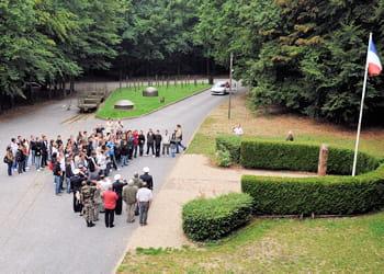 un groupe de jeunes effectuant leur journée d'appel de préparation à la défense.