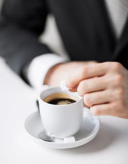 accepter un café n'estpas toujours judicieux.
