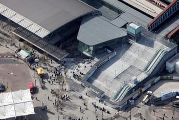 la gare de stpancras, le nœud des transports ferroviaires à londres.