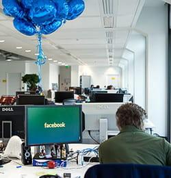intérieur des locaux de facebook à paris.