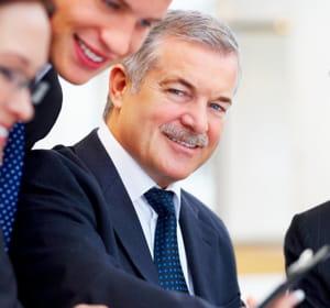l'embauche de seniors est encouragée financièrement.