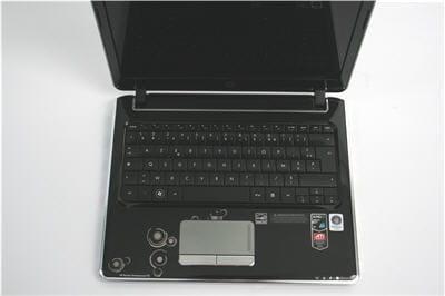 sa taille de 12,1 pouces limite l'ergonomie du clavier.