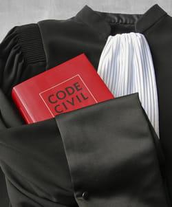 la robe renforce le crédit d'un avocat.