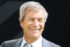"""Vincent Bolloré (Groupe Bolloré):""""Nous sortirons un véhicule électrique trois places avec Renault avant 2017"""""""