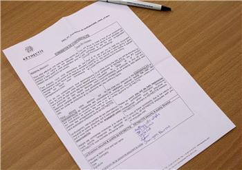 les visiteurs soumis à la signature d'un accord de confidentialité.