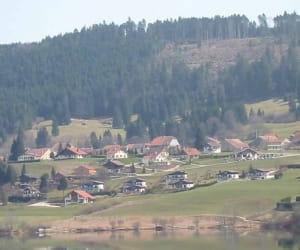 une vue de pontarliers, en franche-comté.