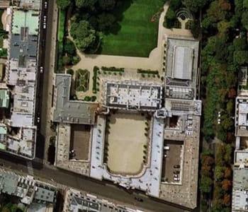 une vue aérienne du palais de l'elysée.