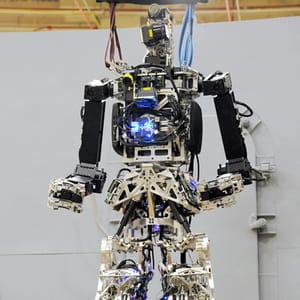 le robot saffir prévient et combat les incendies sur les bateaux.