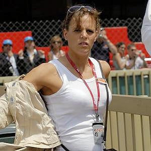 laure manaudou assiste à une compétition de natation.