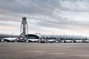 une vue de l'aéroport de dubaï.