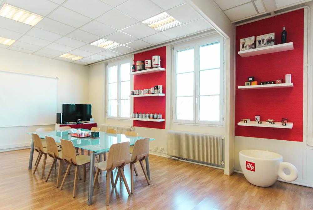 Cr er des espaces fonctionnels et confortables for Decoration salle de reunion