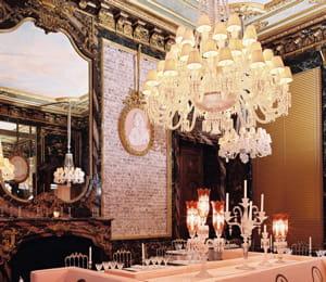 c'est peu dire que la cristal room du baccarat est un décor éblouissant.
