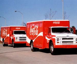les camions de livraison de la célèbre marque.