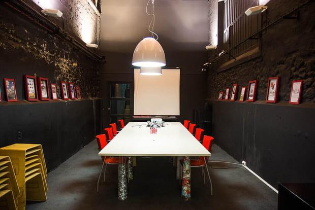 Une ancienne cave à champagne pour salle de réunion
