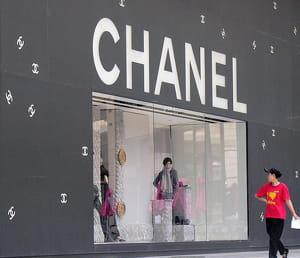 les boutiques de luxe continuent de fleurir dans les villes chinoises.