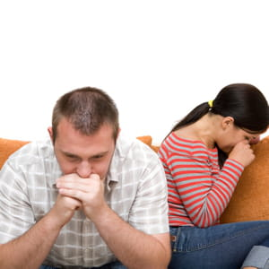 le chômage de longue durée est souvent une cause de divorce.