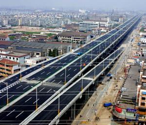 en 1999, la chine ne comptait que 10 000 kilomètres d'autoroutes.