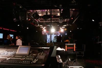 l'auditorium du studio live peut accueillir des concerts