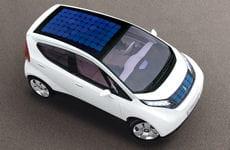 le concept de voiture électrique imaginé par bolloréa été baptisé 'blue car'.