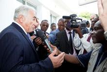 dsk répondant à la presse de la république démocratique du congo, en 2009.