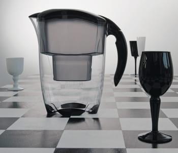 les carafes brita ne subissent pas le filtre de la crise. Black Bedroom Furniture Sets. Home Design Ideas