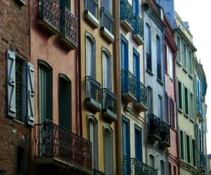 a perpignan, le prix de vente au m2 d'un appartement s'élève à 1811euros.