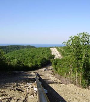 le pipeline reliant dzhubga à sotchi au bord de la mer noire, a coûté 4millions
