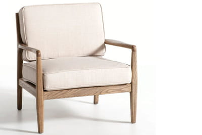 une assise profonde pour ce fauteuil en bois et tissu.