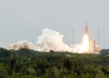 la fusée ariane 5 peut mettre en orbite des satellites de plus de 10 tonnes.