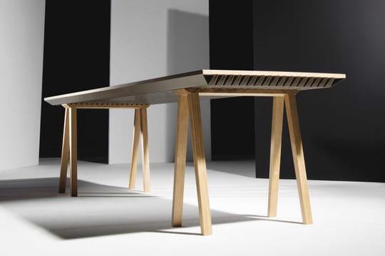 Cette table régule la température ambiante sans électricité