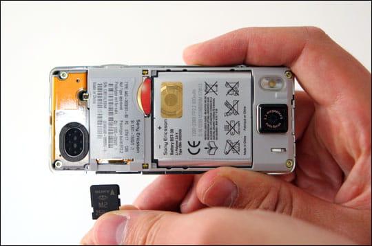 Emplacement Sim et Memory Stick