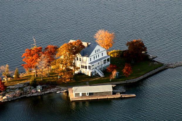 watch island pour faire un break au calme. Black Bedroom Furniture Sets. Home Design Ideas