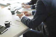 les équipements technologiques font partie des premiers avantages à négocier.