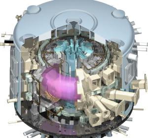 le futur tokamak iter. le plasma chaud est représenté en rose au centre.