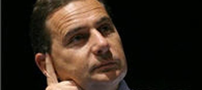 Wikileaks : Eric Besson nie être intervenu auprès des hébergeurs