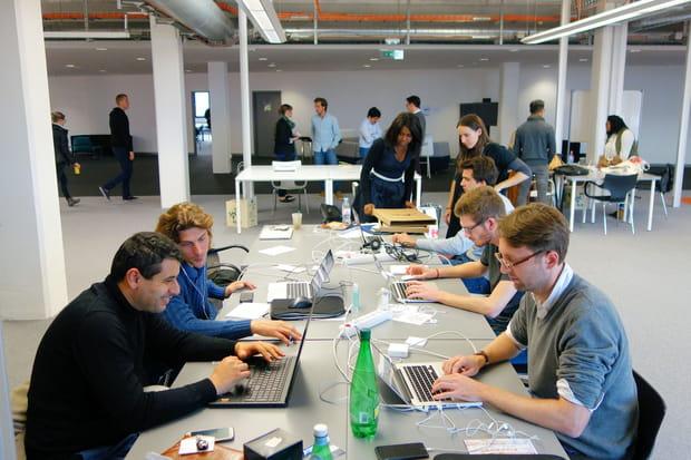 Dans l'open-space de l'incubateur cohabite une quinzaine de porteurs de projet