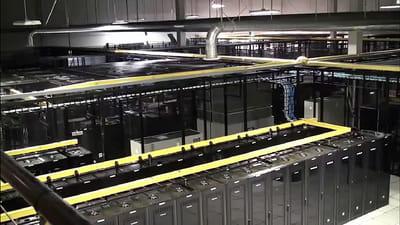 intérieur d'un centre de données de ragingwire. twitter loue de l'espace à ce