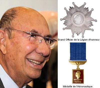 serge dassault s'est vu remettre ses insignes par l'ancien président de la