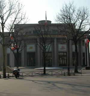 la rotonde de l'avenue d'iéna où siègent les membres du conseil economique,