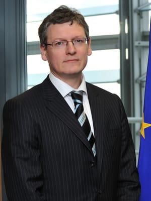 laszlo andor, commissaire européen à l'emploi.