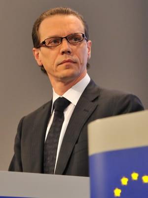 algirdas semeta, commissaire européen à la fiscalité et à l'union douanière.