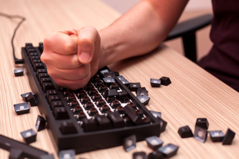 Casse de l'ordinateur professionnel: remboursement, licenciement...